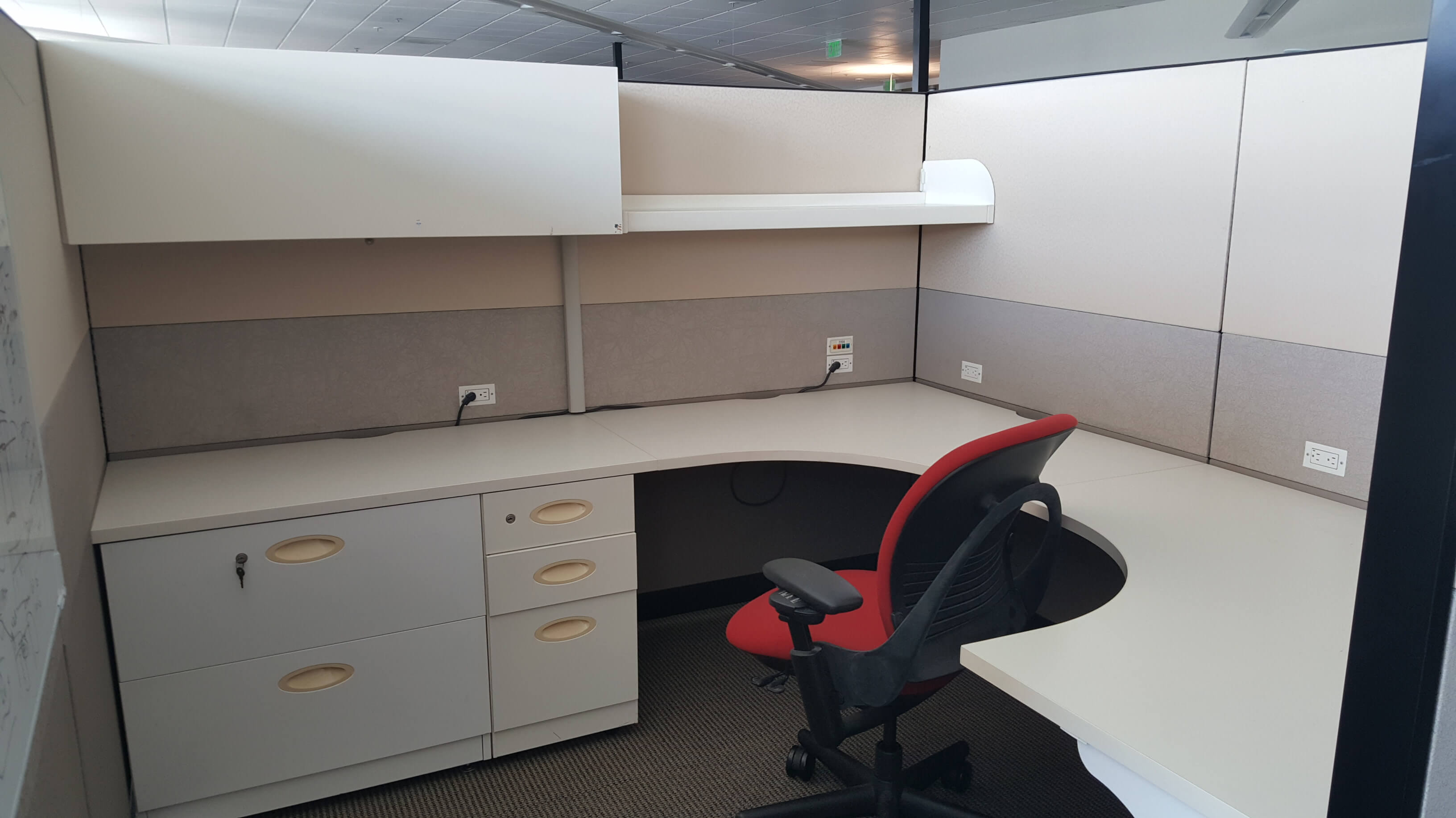 Used Cubicles #053018-DOT1