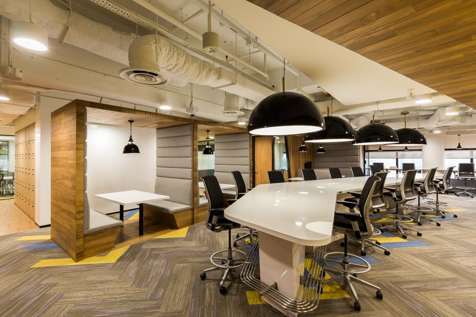 Alternative workspace solutions at Accenture Singapore