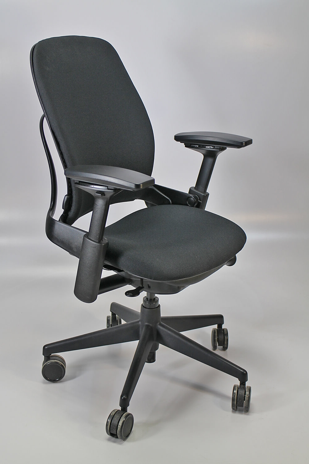 steelcase-chairs-steelcase-leap-v2.jpg
