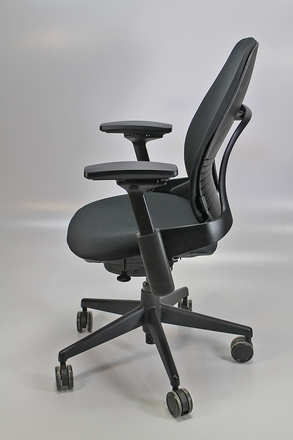 Steelcase leap v20side view