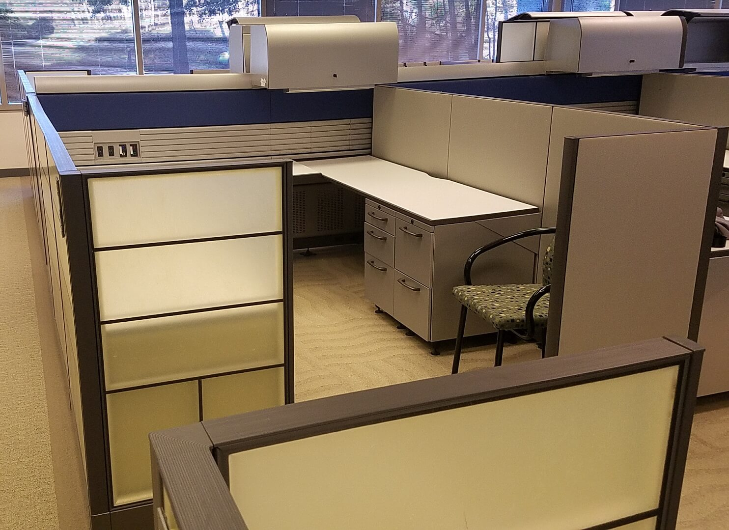 Used Knoll Currents - Medium Panels - Used Cubicles