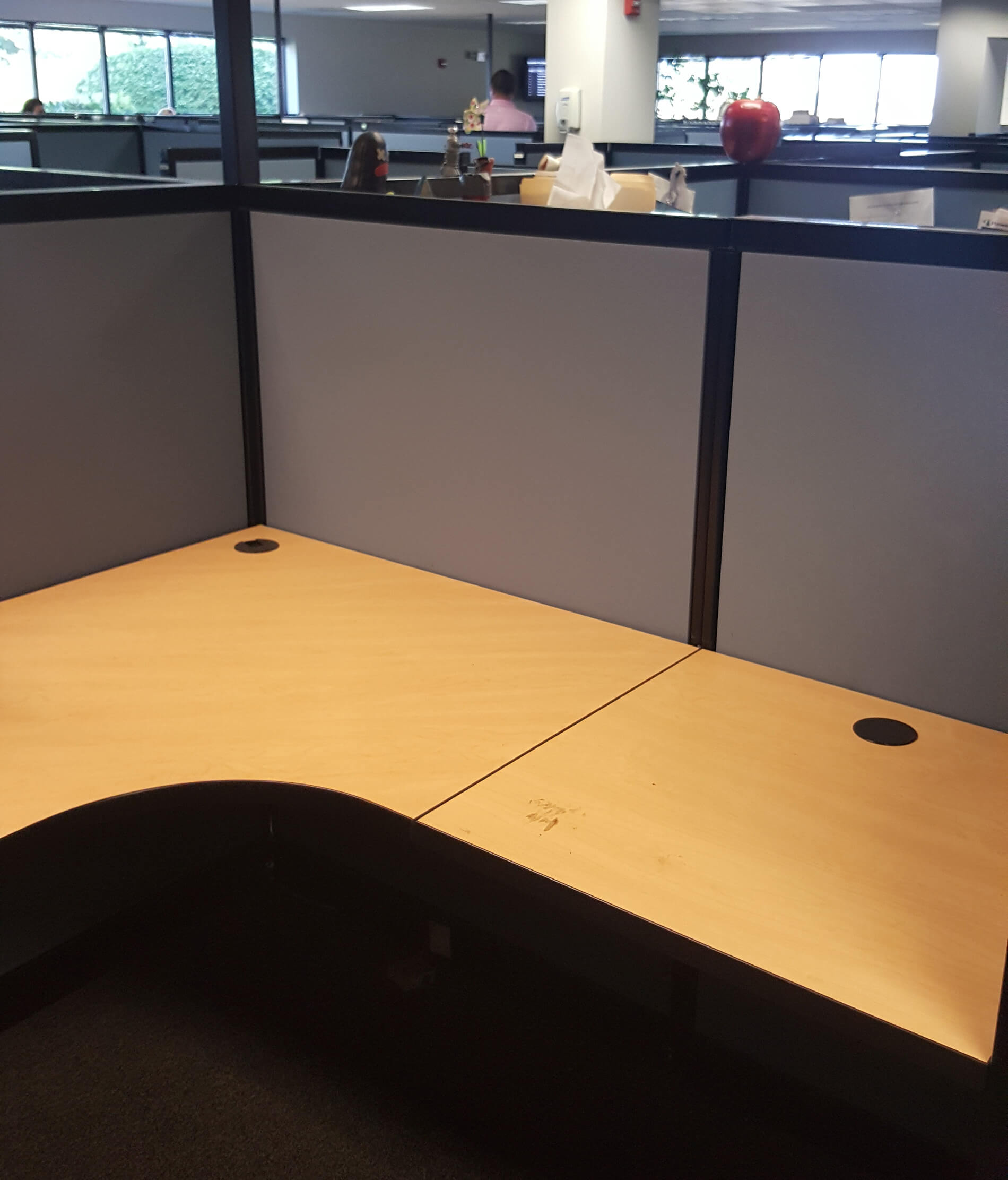 equilateral curved corner work surfaces make these stations easy to orient in a lefthand or righthand