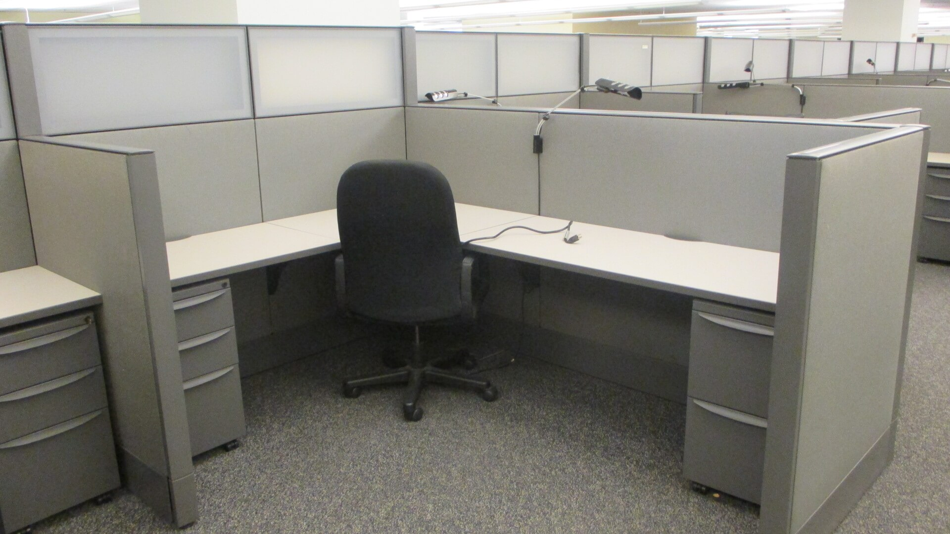 Used cubicles with Low/High Panel Combos from Haworth - This Haworth office furniture is configured with Hi-Low panels
