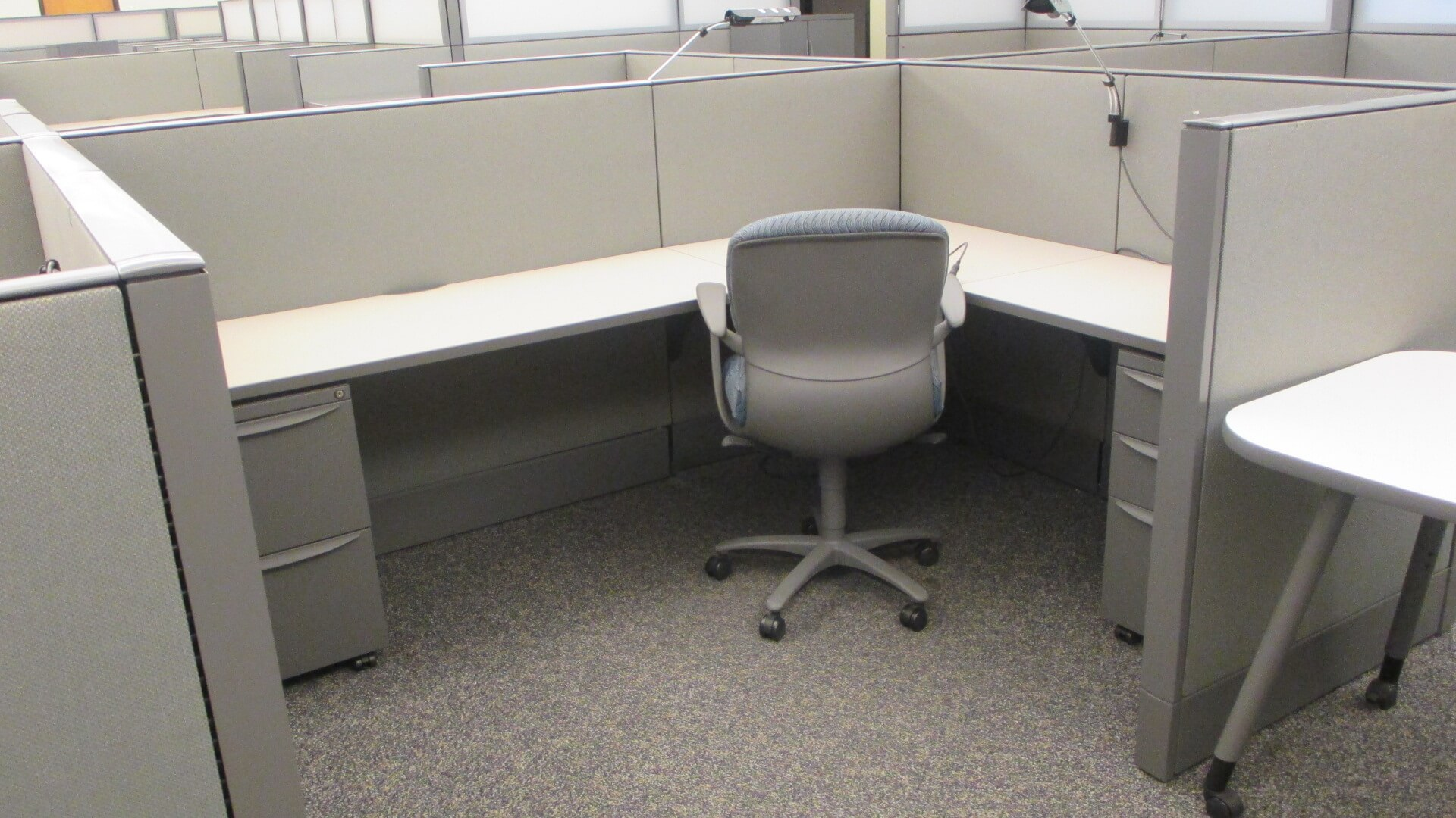 Used cubicles with Low/High Panel Combos from Haworth - This used cubicle features plenty of work suface