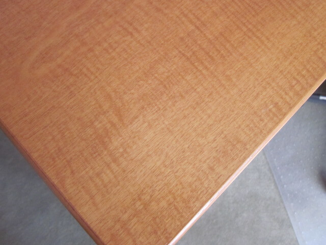 Knoll Reff - Maple Finish