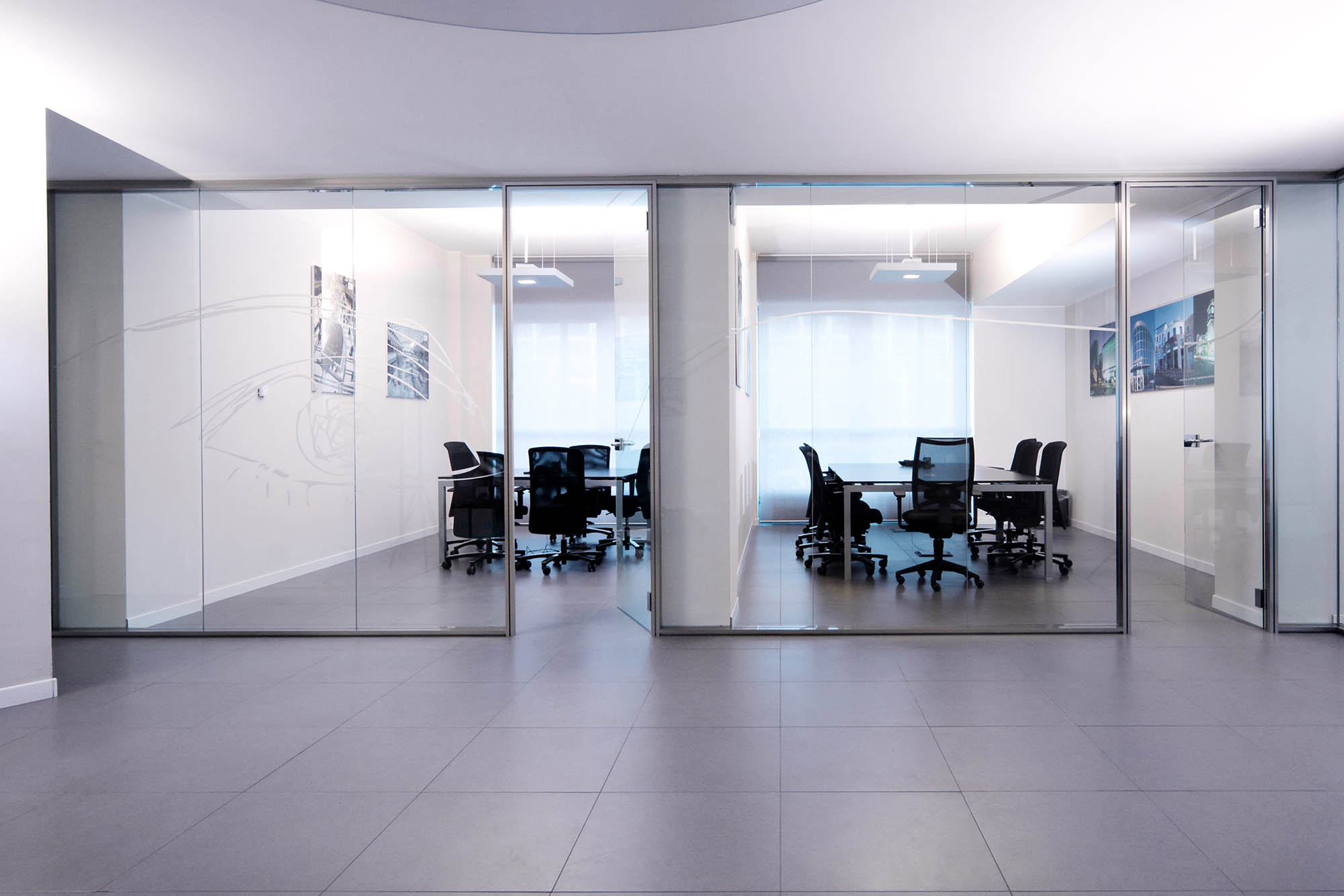 Glass office partition rg glass wall by bene design glass for Large glass wall